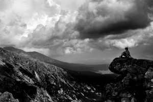 man_mountain_bw_by_johnyvrr-d47ln38
